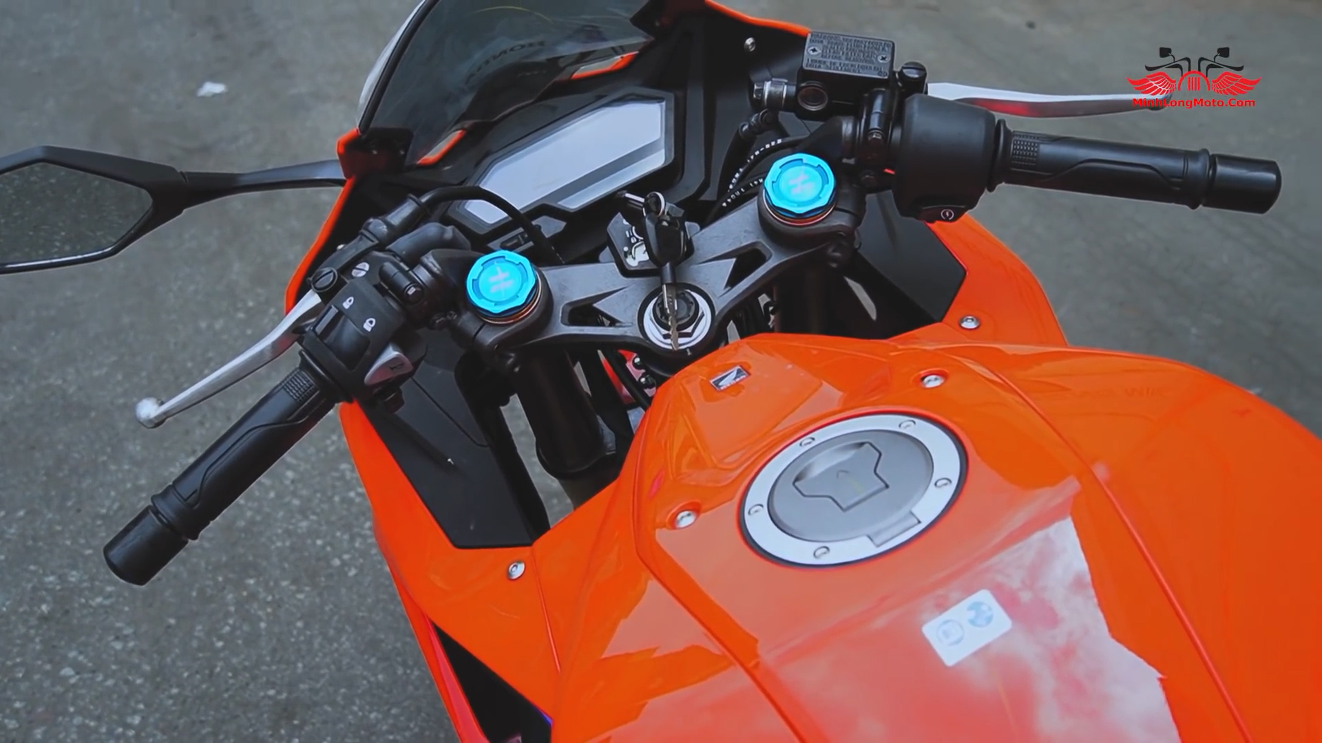 Tay lái Honda CBR 150