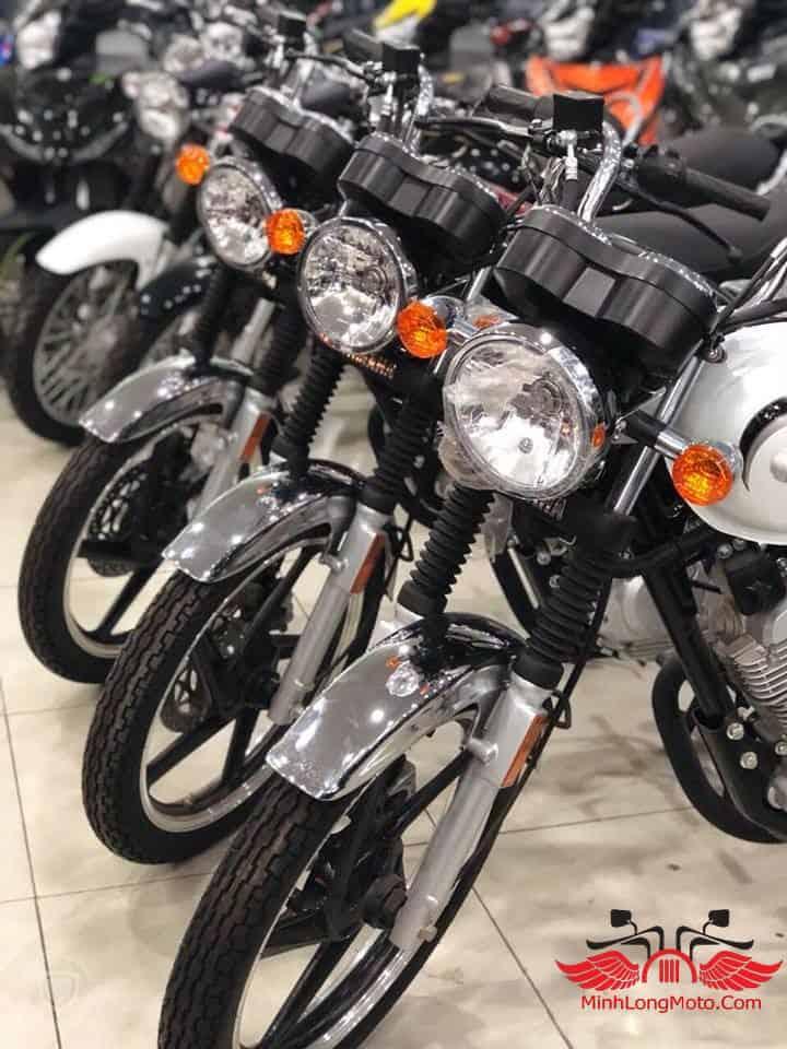 YB125 về cửa hàng xe máy Minh Long.
