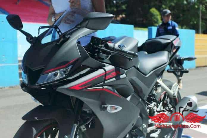 Yamaha R15 V3 trên đường chạy thử nghiệm.