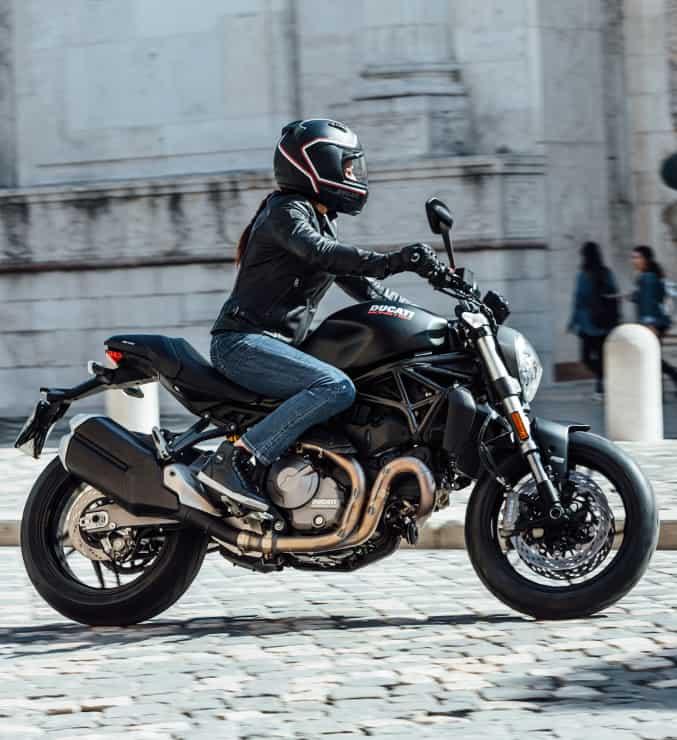 Chiều cao xe Ducati Monster 821