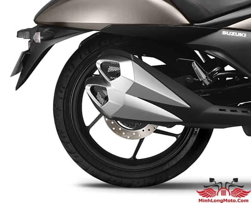 ống xả kép của Suzuki Intruder cải thiện hiệu suất tốt hơn