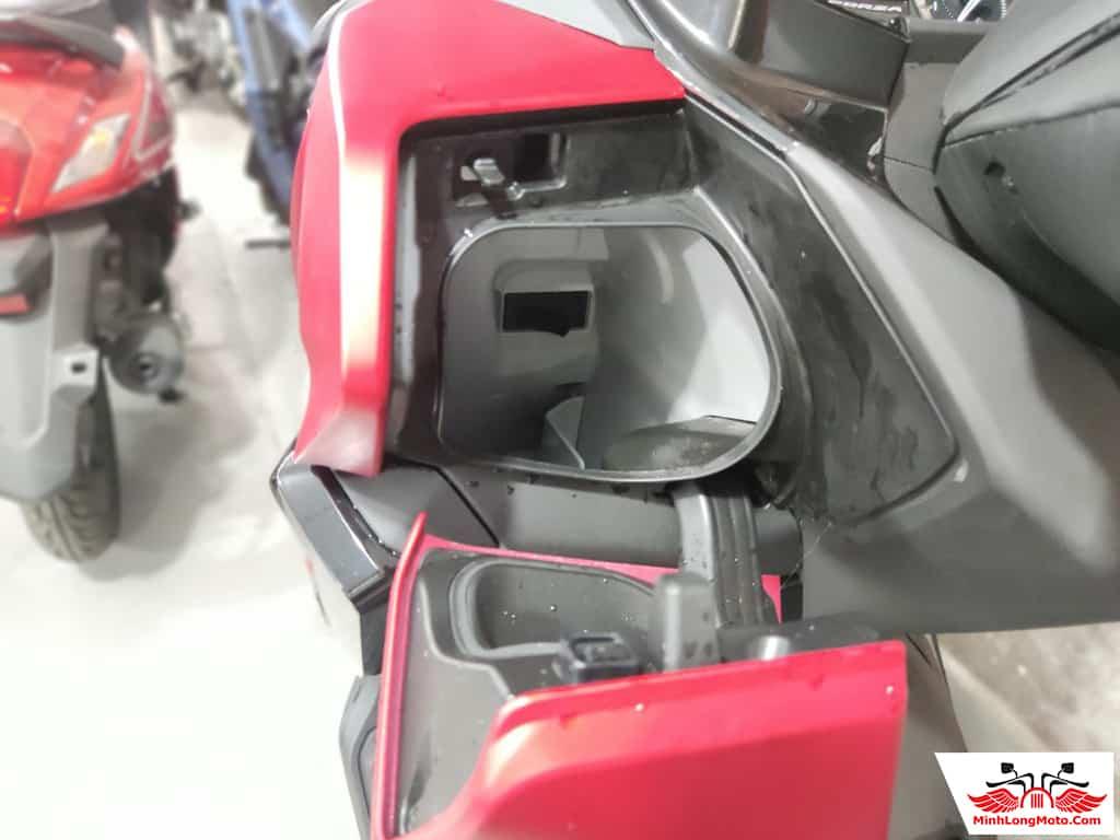 Cổng sạc của Honda Forza 350