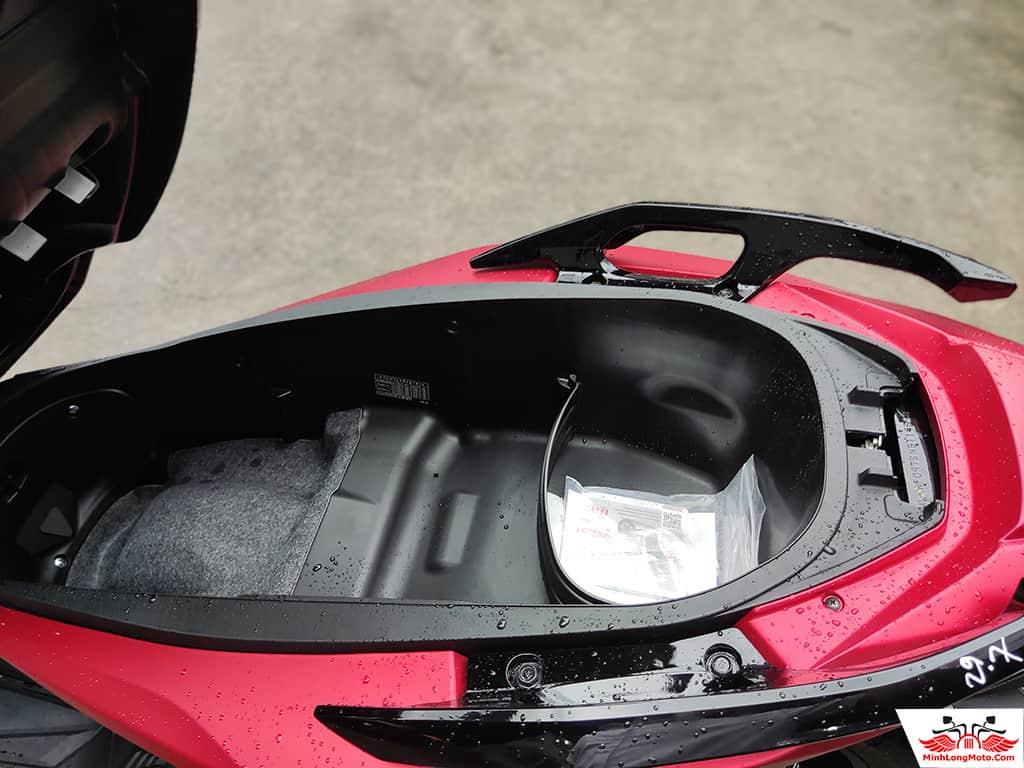 Cốp chứa đồ của Honda Forza 350