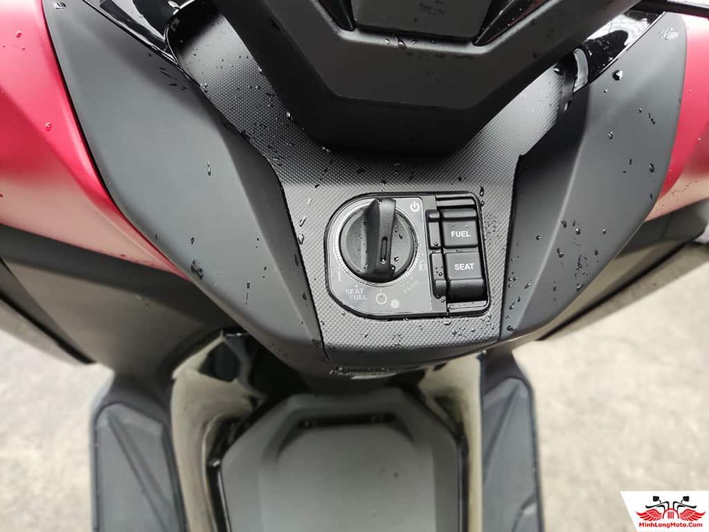 Điều khiển của Honda Forza 350
