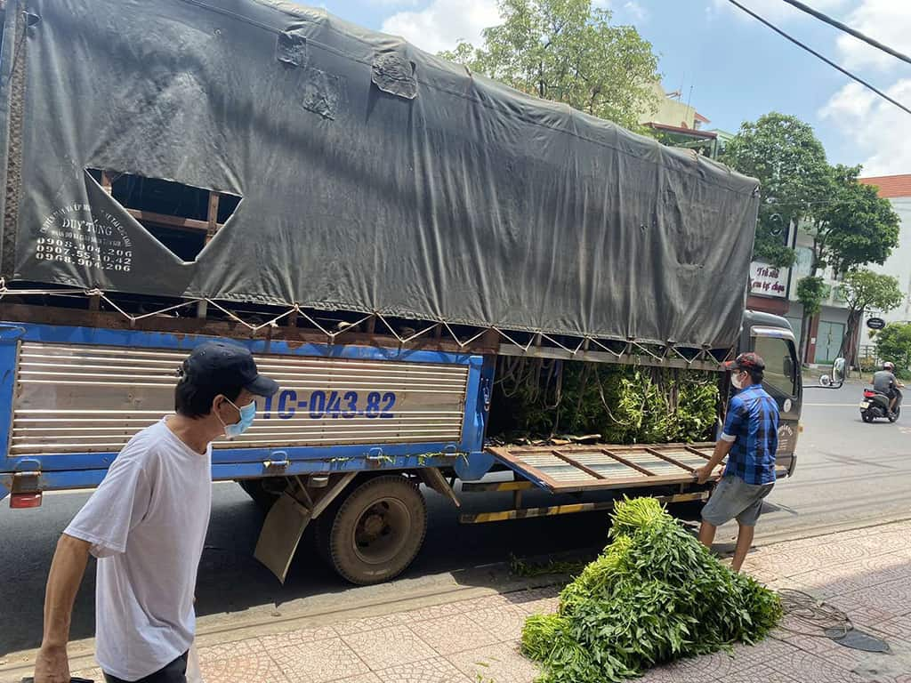 Xe hàng cứu trợ về các chi nhánh